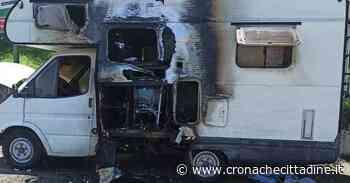 Colleferro. Esplosione e fiamme in Piazzale Della Rosa. A fuoco un camper parcheggiato. Sul posto Vigili del Fuoco e Polizia Locale - Cronache Cittadine