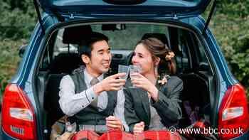 Coronavirus: Couple holds 'socially distant' wedding