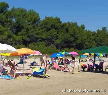 """Pineto, la spiaggia al tempo del Covid: """"una domenica di ordinaria follia"""". La segnalazione FOTO - Ultime Notizie Cityrumors.it - News Ultima ora - CityRumors.it"""