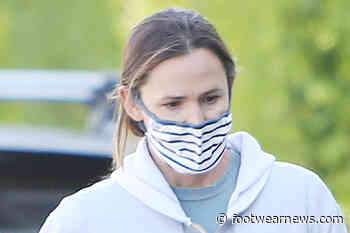 Jennifer Garner Adds a Pop of Color to Her Leggings With Neon-Striped Asics - Footwear News