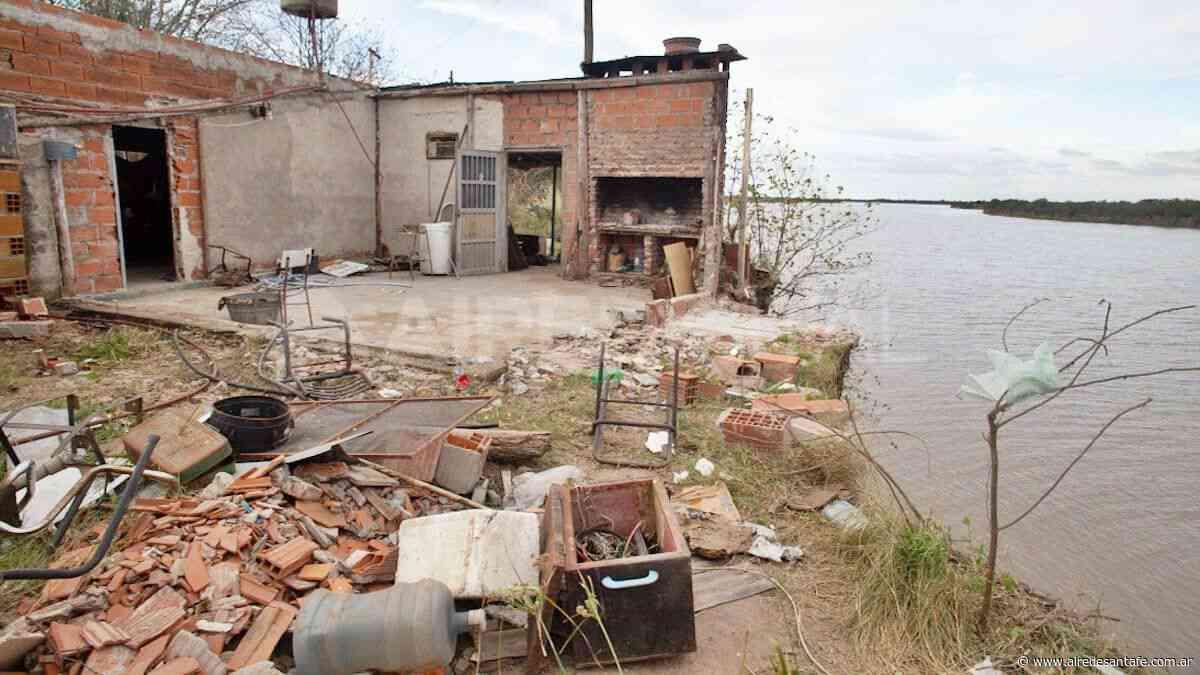 Sauce Viejo: el derrumbe de la barranca del río Coronda obligó a reubicar a 30 personas - Aire de Santa Fe