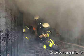 18 Feuerwehrkräfte der Stadt Burgdorf trainieren in Realbrandanlage - AltkreisBlitz
