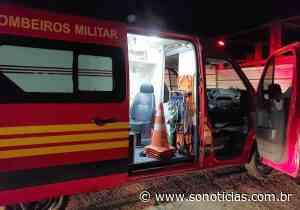 Mulher é socorrida pelos bombeiros em Lucas do Rio Verde após colisão com carro - Só Notícias