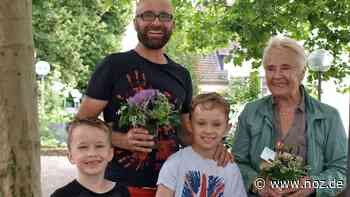 Floristin verbreitet Freude: Meller finden 60 Blumengrüße in der Innenstadt – und dürfen sie behalten - Neue Osnabrücker Zeitung