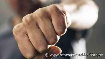Albstadt: Männer gehen mit Stühlen aufeinander los - Albstadt - Schwarzwälder Bote