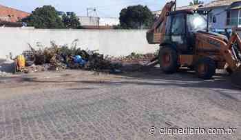 Prefeitura de Cabo Frio retira 45 toneladas de entulho descartado irregularmente em Tamoios - Clique Diário
