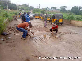 Anambra communities begin patch works on bridge linking Awka North to South - Premium Times