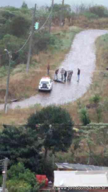 Erechim: Corpo encontrado em via pública teria sido atingido por três tiros - Jornal Bom Dia