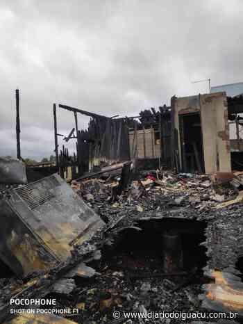 Residência é destruída por incêndio em Pinhalzinho - Portal DI Online