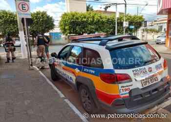 Andarilhos embriagados brigam com facas no Centro de Patos de Minas e são presos - Patos Notícias