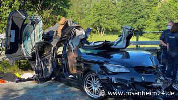 BMW bei Aufprall aufgerissen: Junge Männer sterben auf B13 - rosenheim24.de