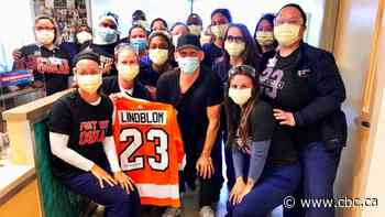 Flyers' Lindblom completes radiation treatment for Ewing's sarcoma