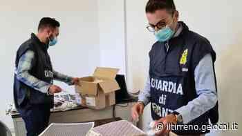 «Mascherine contraffatte»: la Finanza ne sequestra 650 a un'azienda di Cecina - Il Tirreno