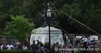 Manifestantes tentam derrubar estátua em frente à Casa Branca - Poder360