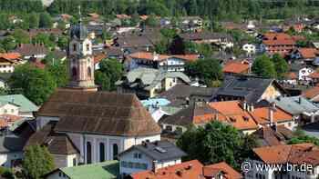 Kirchturm beschossen: Polizei in Mittenwald hofft auf Zeugen - BR24
