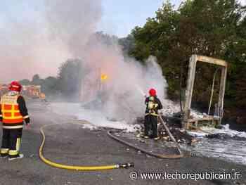 Un camion en feu sur l'A11 entre Ablis et Chartres : l'autoroute a été fermée toute la matinée - Echo Républicain