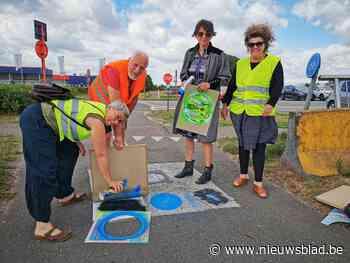 Kunstenaars laten spoor van insecten achter op jaagpad Zenne - Het Nieuwsblad