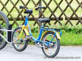 Rubano la bici a un bambino di 7 anni: gli agenti gliene regalano un'altra - CronacaSocial