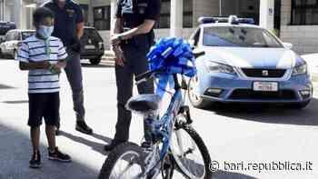 """Rubano la bici a un bambino di 7 anni e gli agenti di Brindisi ne comprano per lui una nuova : """"Un regalo della polizia"""" - La Repubblica"""