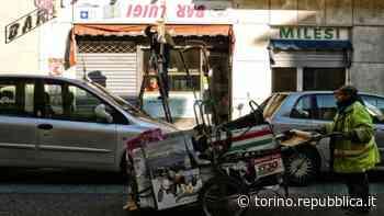 Torino, gli rubano il carretto nel lockdown: ora chiede l'elemosina per strada - La Repubblica