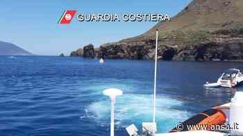 Urta scogli e affonda yacht a Lipari, salvi otto turisti - Agenzia ANSA