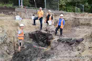 """Archeologen delven middeleeuwse waterputten én een pak mosselen op in mosselgemeente: """"Vermoedelijk was hier een boerderij"""""""