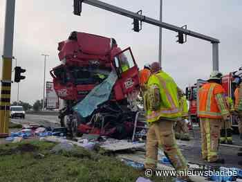 E34 tijdlang afgesloten na zwaar ongeval met vrachtwagens