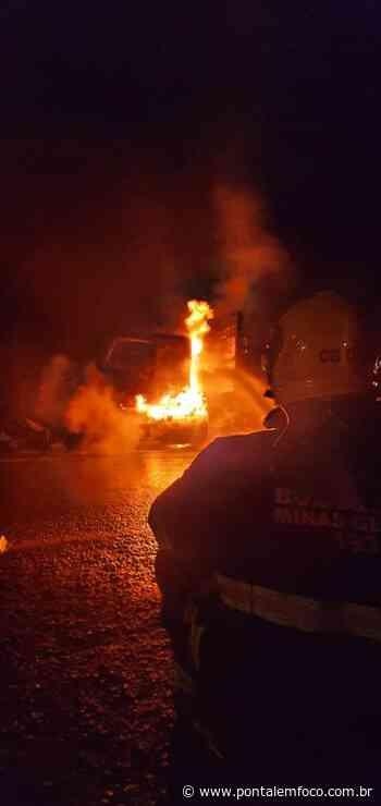 Carreta colide e arrasta motocicleta na BR-365 em Monte Alegre e veículos ficam destruídos por incêndio - Pontal Emfoco