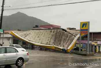 Telhado de posto de combustível desaba no Monte Alegre - Camboriú News