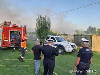 Violento incendio in via Morosina a Ciampino: ore di lavoro per domare le fiamme - Il Caffè.tv