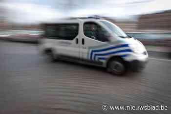 Bromfietser (19) moet rijbewijs inleveren omdat hij onder in... (Bilzen) - Het Nieuwsblad