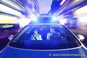 Autofahrer zieht Schneise durch Vorgarten in Marl: 48-Jähriger flüchtet mit Promille - aber ohne sein Kennzeichen - Marl - Lokalkompass.de