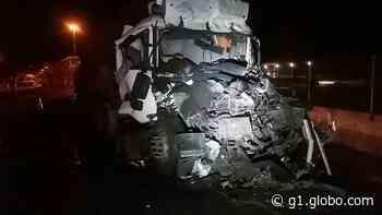 Homem morre em acidente envolvendo duas carretas na Via Dutra, em Resende - G1