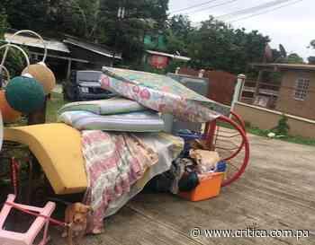 Desalojan a una familia en La Cabima y tiran sus cosas a la calle (Video) - Crítica