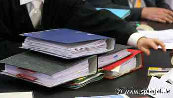 Nach Chat mit Schülerinnen: Ex-Lehrer bleibt auf Negativliste der Schulverwaltung - DER SPIEGEL