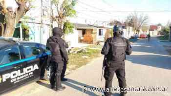 La Policía allanó dos viviendas del barrio Santa Lucía, en el sur de la ciudad - Aire de Santa Fe - La Gran Radio