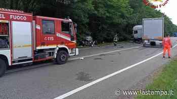 E' morto all'ospedale di Novara l'automobilista che si era scontrato con un camion a Paruzzaro - La Stampa