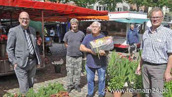 Urgestein auf dem Wochenmarkt Fehmarn in Burg neben dem Rathaus hört nach fast einem halben Jahrhundert auf - fehmarn24