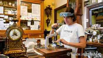 Bando di Specchio, premiata la famiglia di Cuneo che da 60 anni riporta in vita gli orologi dei piemontesi - La Stampa