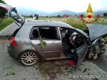 Cuneo: auto con a bordo una famiglia esce fuori strada e si scontra con un albero - TargatoCn.it
