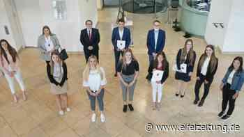 Studium und Ausbildung zugleich – 11 neue Berufseinsteigerinnen und Berufseinsteiger starten bei der ADD ihre Ausbildung - Eifel - Zeitung - Eifel Zeitung