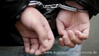 Autofahrer will Polizisten Kopfstoß verpassen