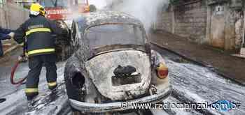 Incêndio destrói veículo na Avenida José Leonardo Santos em Capinzal - Rádio Capinzal