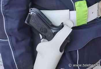 Banda delle pistole, 24 armi rubate alla Polizia Locale nei comuni di Puglia e Basilicata: arresti a Bari, Adelfia e Casamassima - Telebari srl