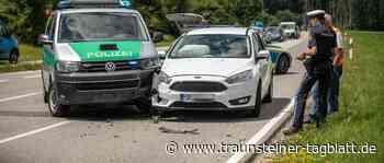 Traunreut: Polizeiauto kollidiert bei Einsatzfahrt mit Ford – Unfall ohne Verletzte - Traunsteiner Tagblatt