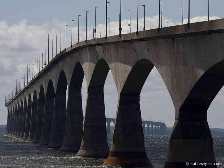 Surge of vehicles lined up at Confederation Bridge to enter Atlantic bubble