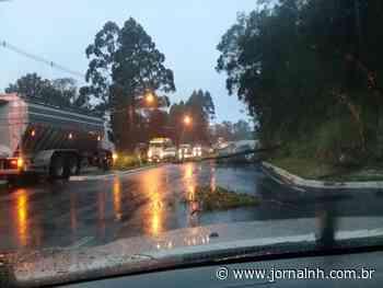 FOTOS | Confira imagens dos estragos causados pelo vento e chuva em Gramado e Canela - Jornal NH