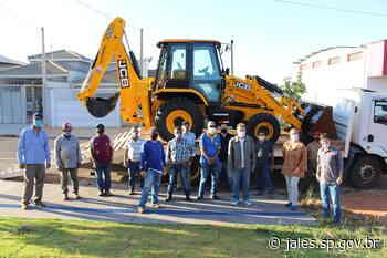 Agricultura e Meio Ambiente de Jales recebe retroescavadeira do programa Frota Agro - Saúde – Prefeitura Municipal de Jales