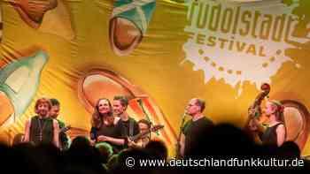 Rudolstadt Festival - 30 Jahre Folk-Roots-Weltmusik - Deutschlandfunk Kultur