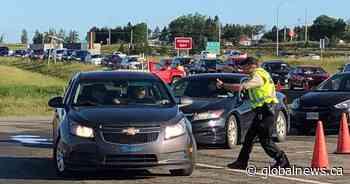 Traffic heavy as Atlantic provinces lift travel restrictions within region - Globalnews.ca